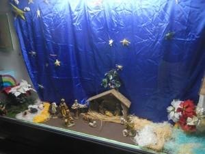 ショウウィンドウに飾られたキリストの降誕場面