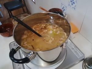 ていねいに出汁がとられた具だくさんお味噌汁