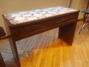 これは淡路教会の聖餐卓です。
